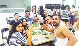 学生聚餐合影